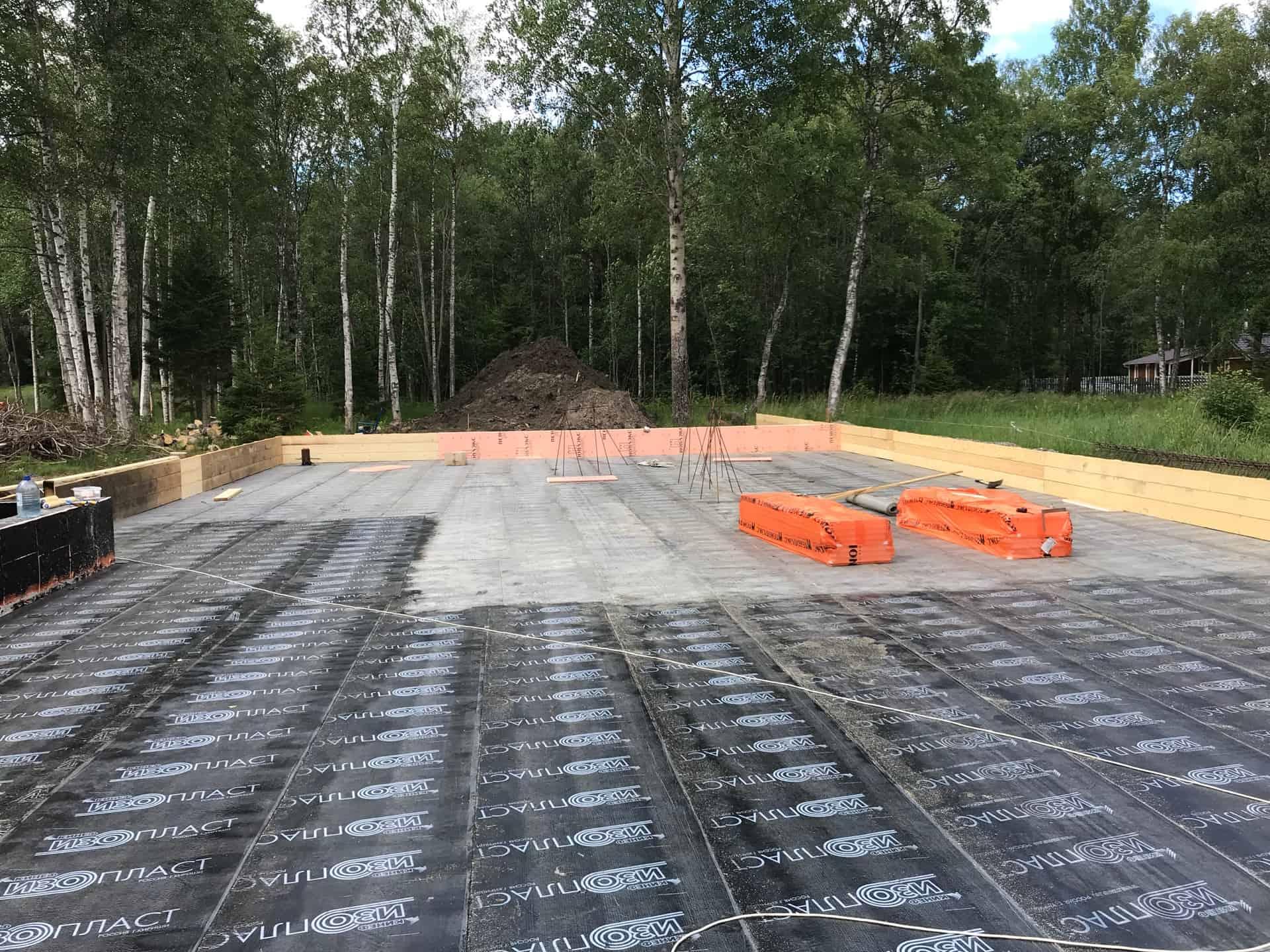 Монтируем бетонный фундамент в КП Ладожский пляж, п. «Сосново»
